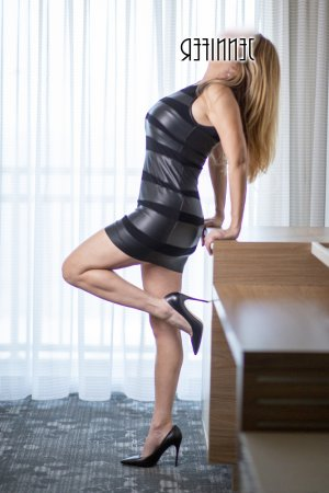 Justyne escort in Martinez