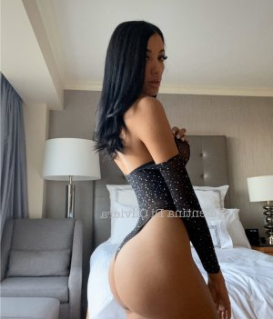 Fathma incall escort in Mentone California